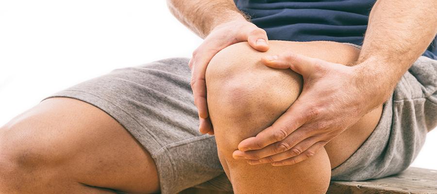a lábfájdalom a térdízületre megy)