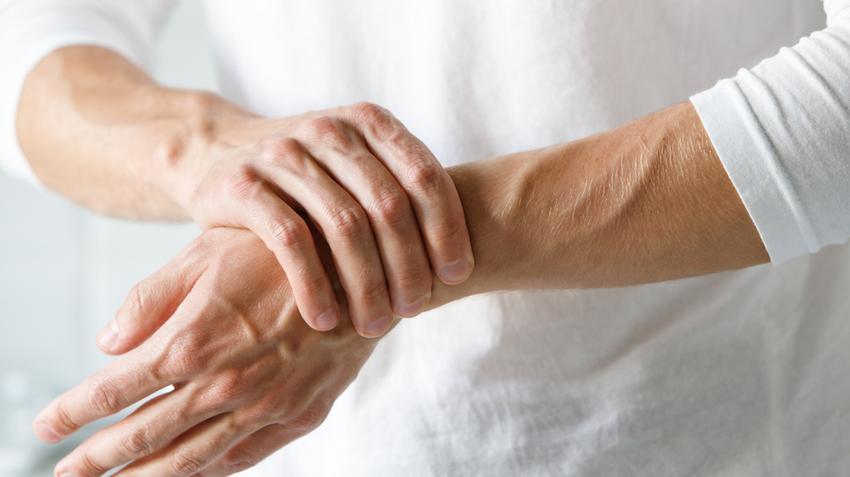 hüvelykujj fájdalma és duzzanata