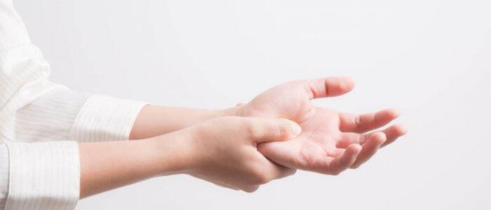 Emberi kéz anatómiája - Kyphosis -
