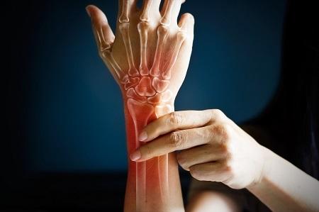 súlyos fájdalom az mutatóujj ízületében csípőideg-megsértési tünetek és kezelés