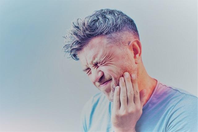 ízületi fájdalmak az arcon