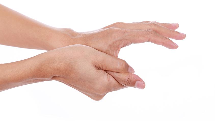 fájdalom az első ujj ízületében