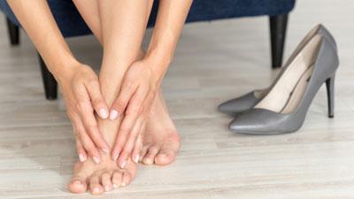 sarkában sétálva fájnak a láb ízületei