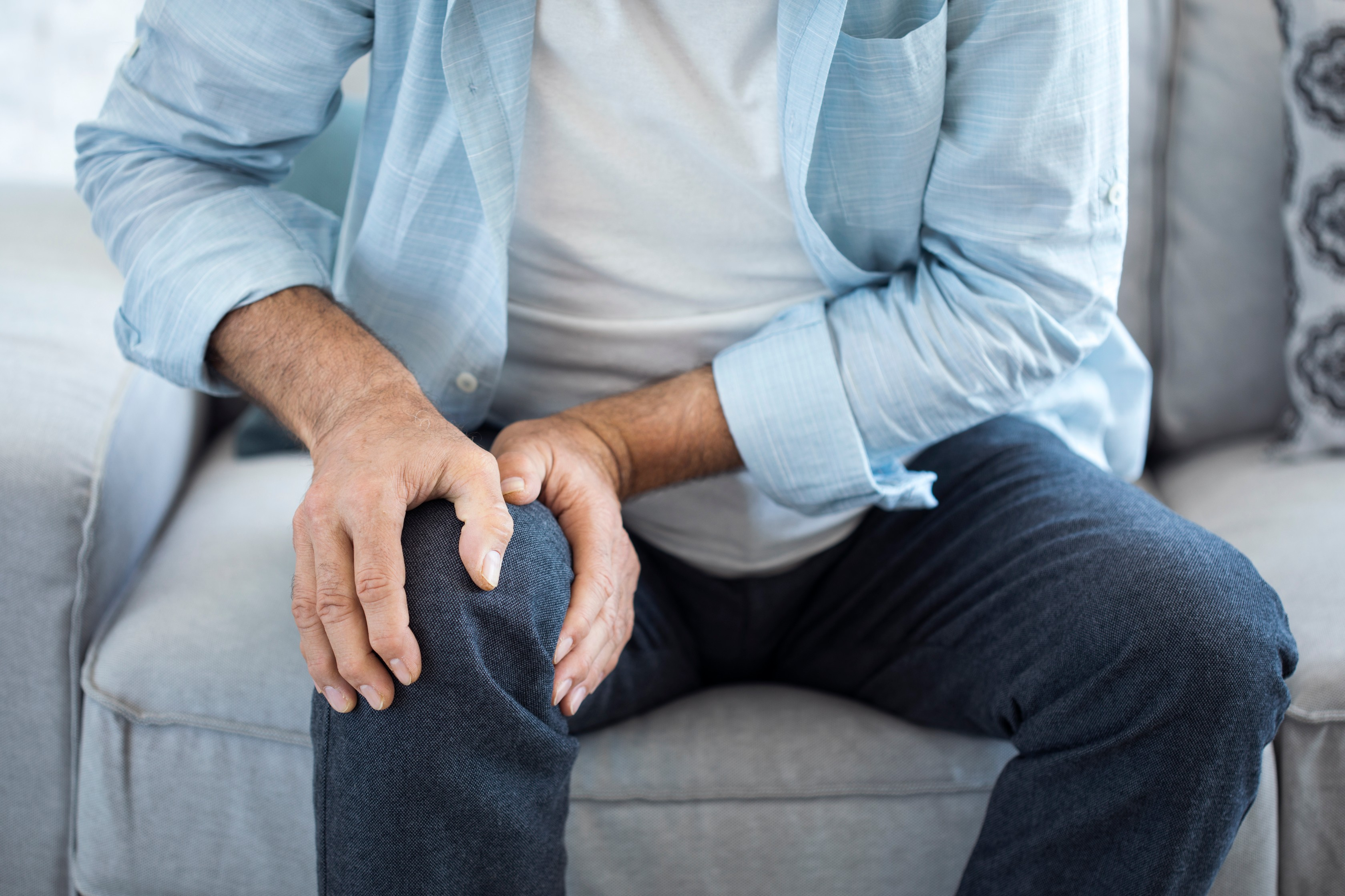 ízületi fájdalom a kar kis ujján gyakorlatok a csípőízület fájdalmához