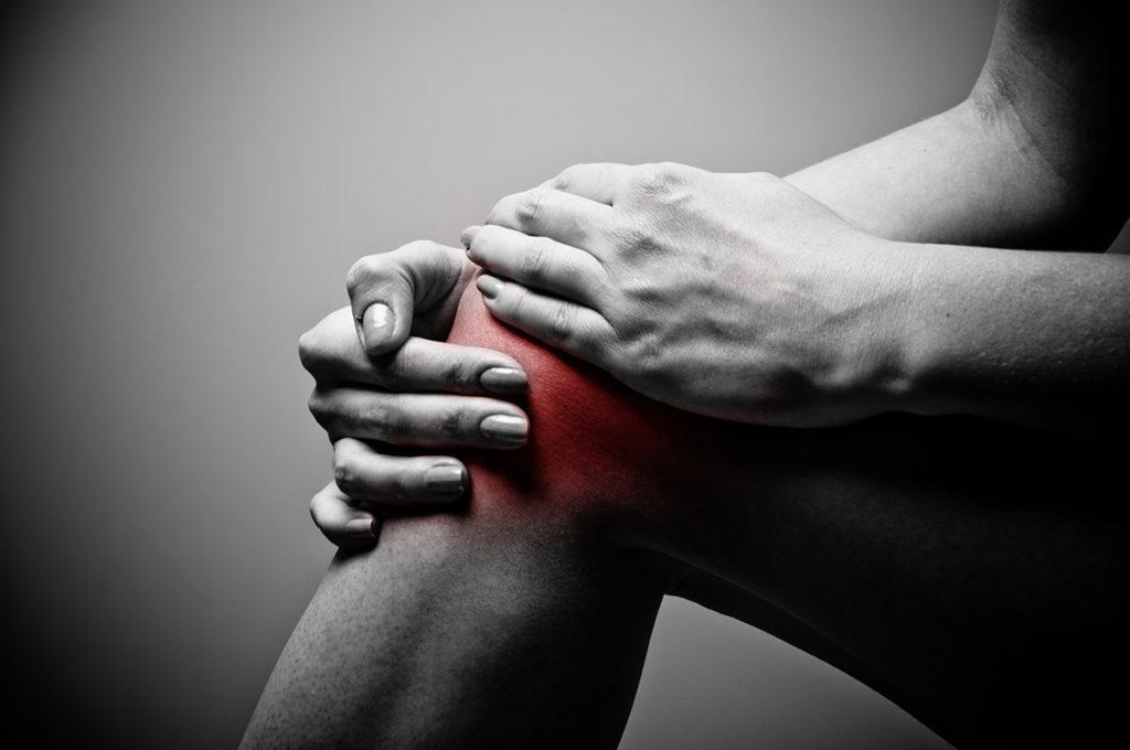 súlyos fájdalom a kézízületben