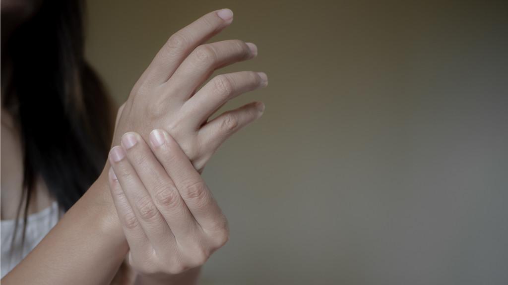 fájdalom és merevség az ujjak ízületeiben