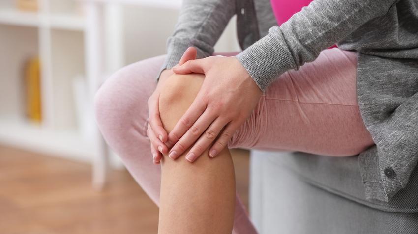 fájó térdfájdalom okozza a kezelést)