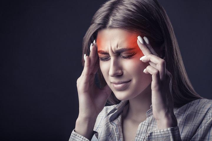 fáj a fej és az ízületek)