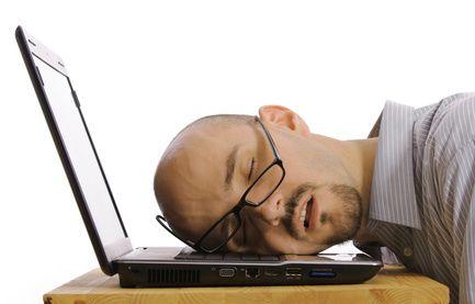 állandó fáradtság és ízületi fájdalom)