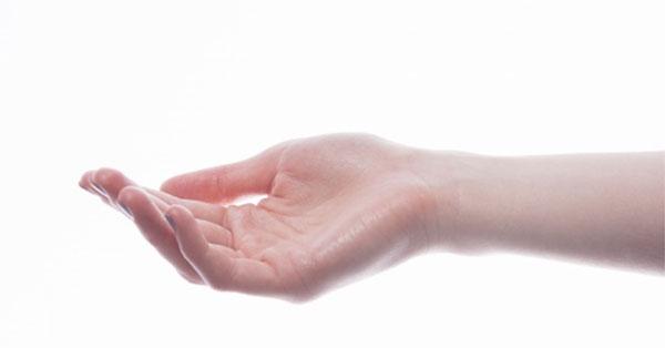 a kéz ujjainak zsibbadása és fájdalma van)