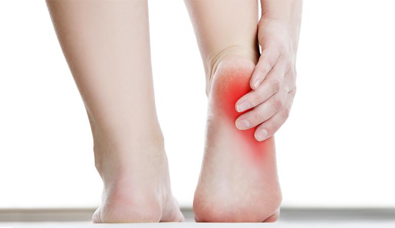 fájó láb sarok és a hát alsó része súlyos csípőfájdalom
