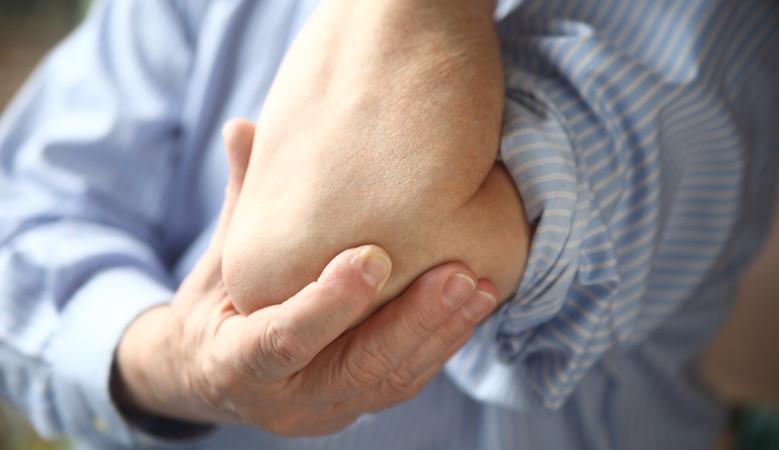 fájdalom tünetei a jobb könyökízületben