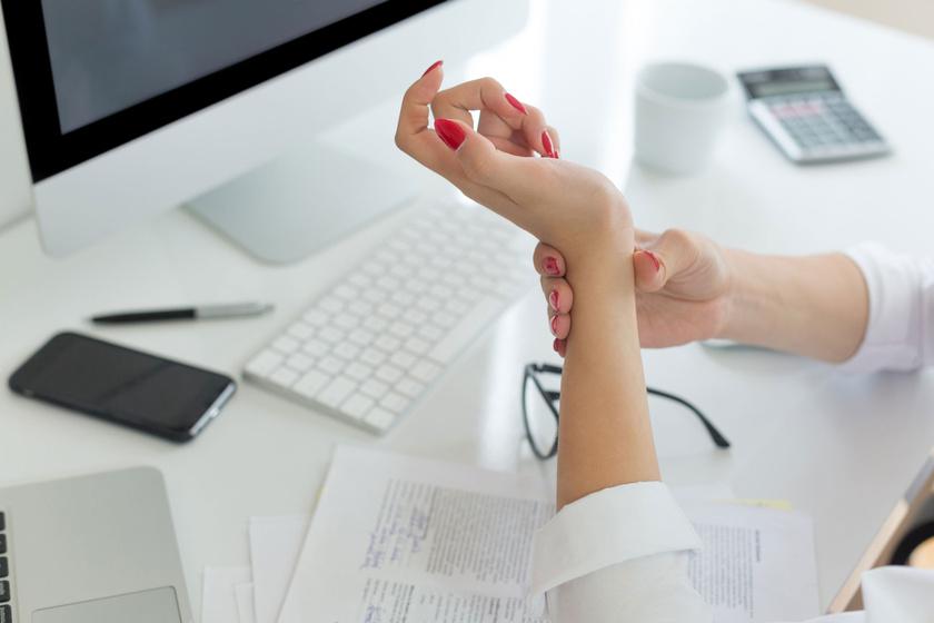hogyan lehet gyógyítani a kezek rheumatoid arthritisét)