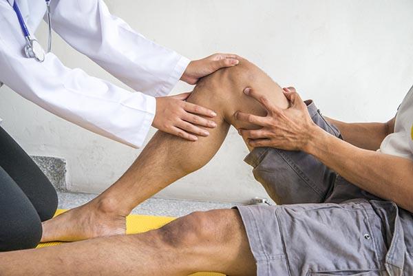 injekciók a térdízület súlyos fájdalmainak kezelésére klóramfenikol ízületi betegség esetén