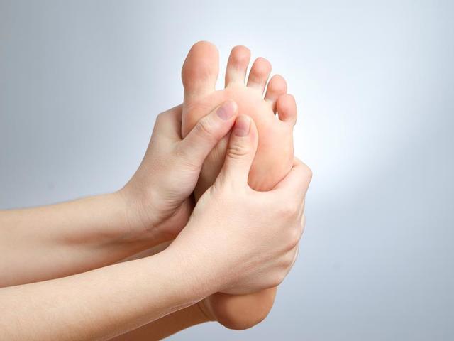 Kemény csont a nagy lábujj vagy puha kúp - okai és kezelése