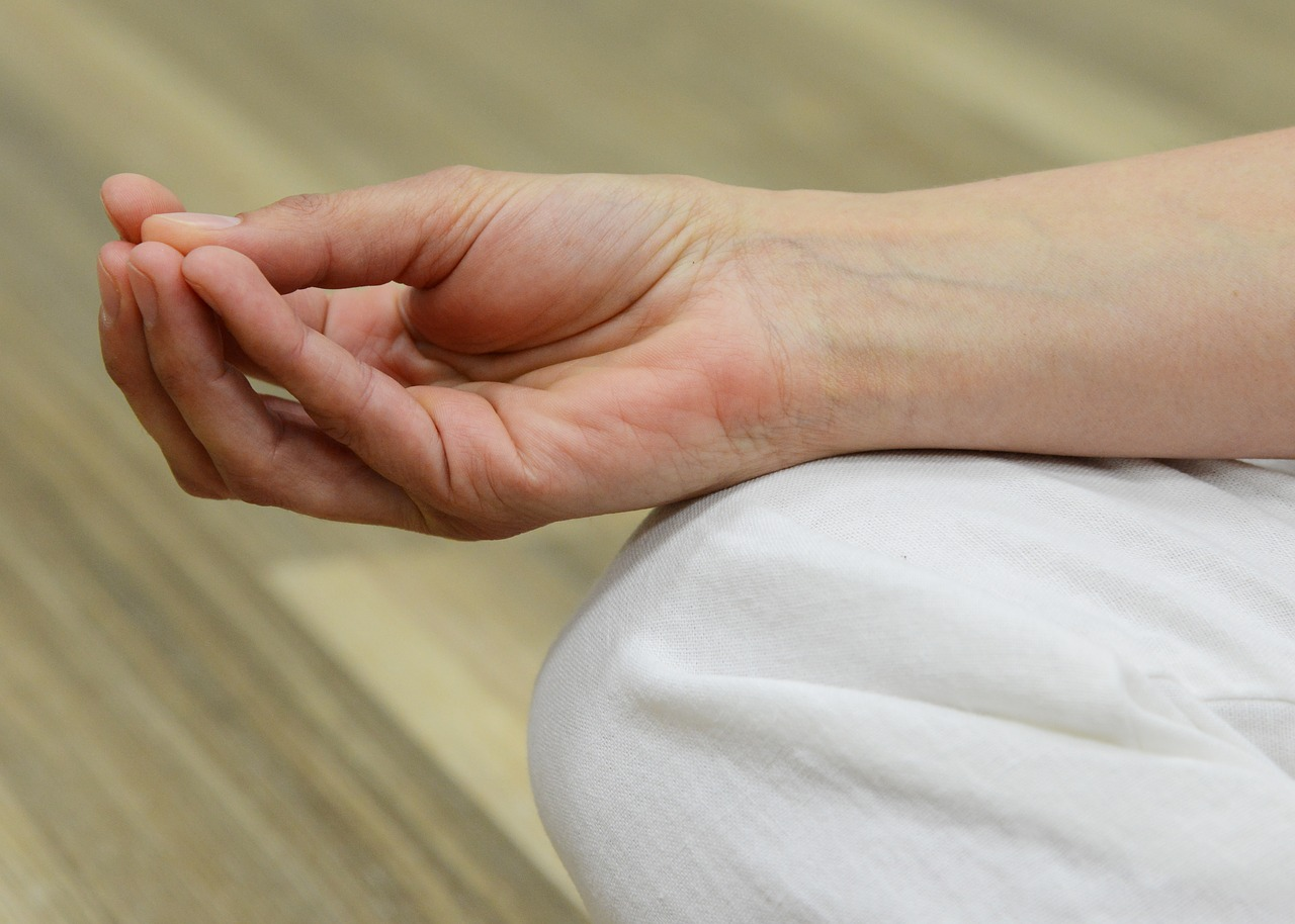 miért fáj a jobb kéz középső ujjának ízülete